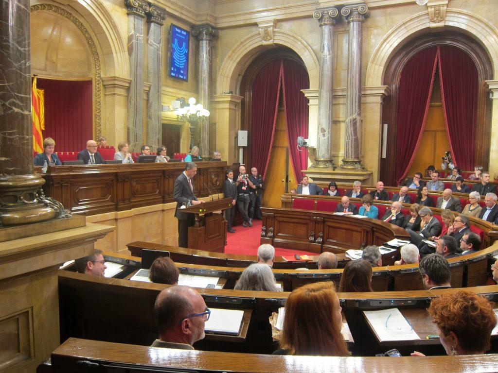 Los resultados de las catalanas dejan al PP un 'agujero' de 1,6 millones y 'números rojos' en PSC, En Comú y CUP