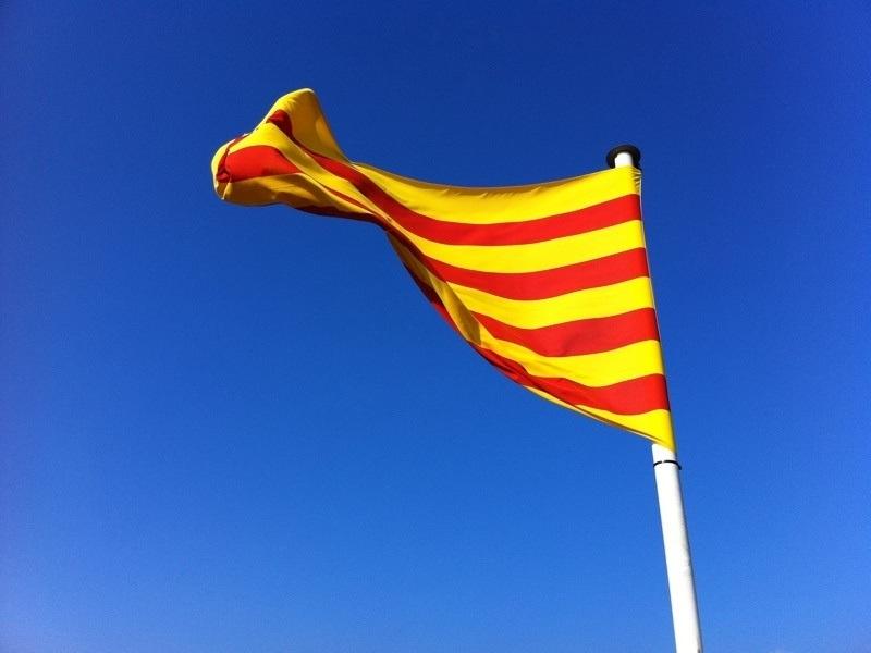 (Ampl.) Más de 3.200 empresas salieron de Cataluña desde el 1-O en 2017, 338 en el mes de diciembre
