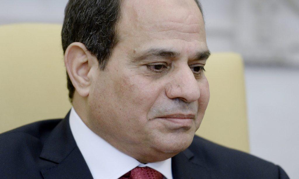 El presidente egipcio renueva el estado de emergencia otros tres meses