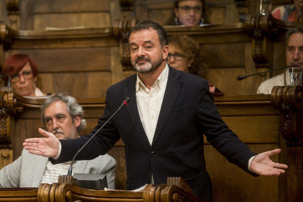 ERC ganaría a Colau en las municipales, según el barómetro del ayuntamiento