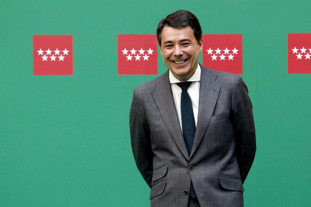 González colocó a una persona de su entera confianza para controlar la compra de Emissao