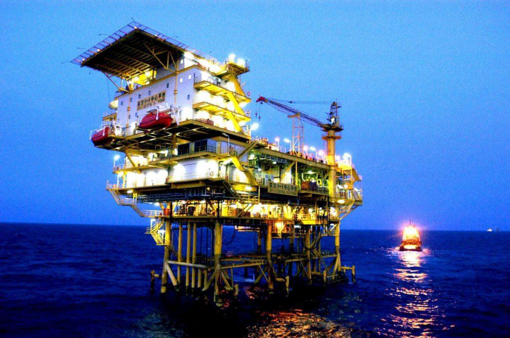 Trump propone ampliar sobre la mayoría de la costa las exploraciones petrolíferas