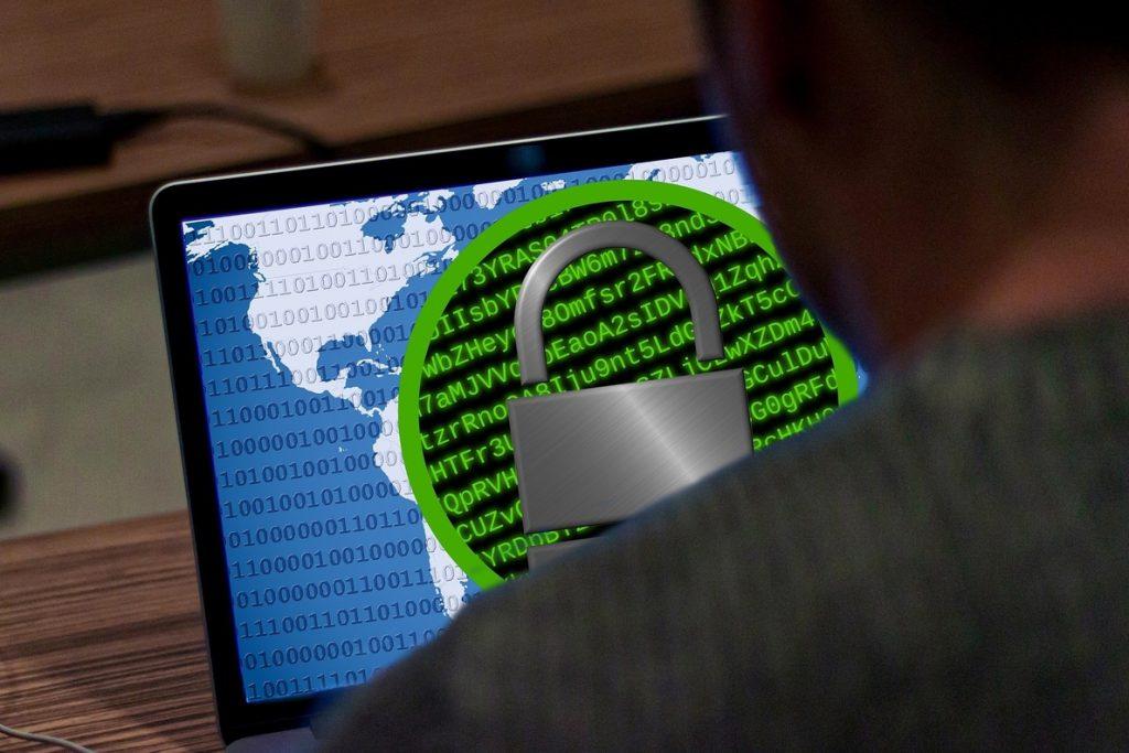 Facua estudia acciones legales por los fallos de seguridad en ordenadores y móviles