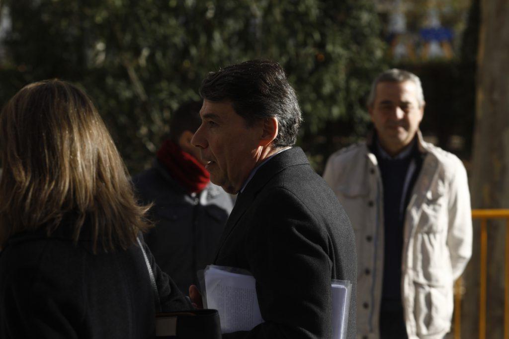 El juez bloquea una caja de seguridad de Ignacio González que podría tener guardado 'dinero B'