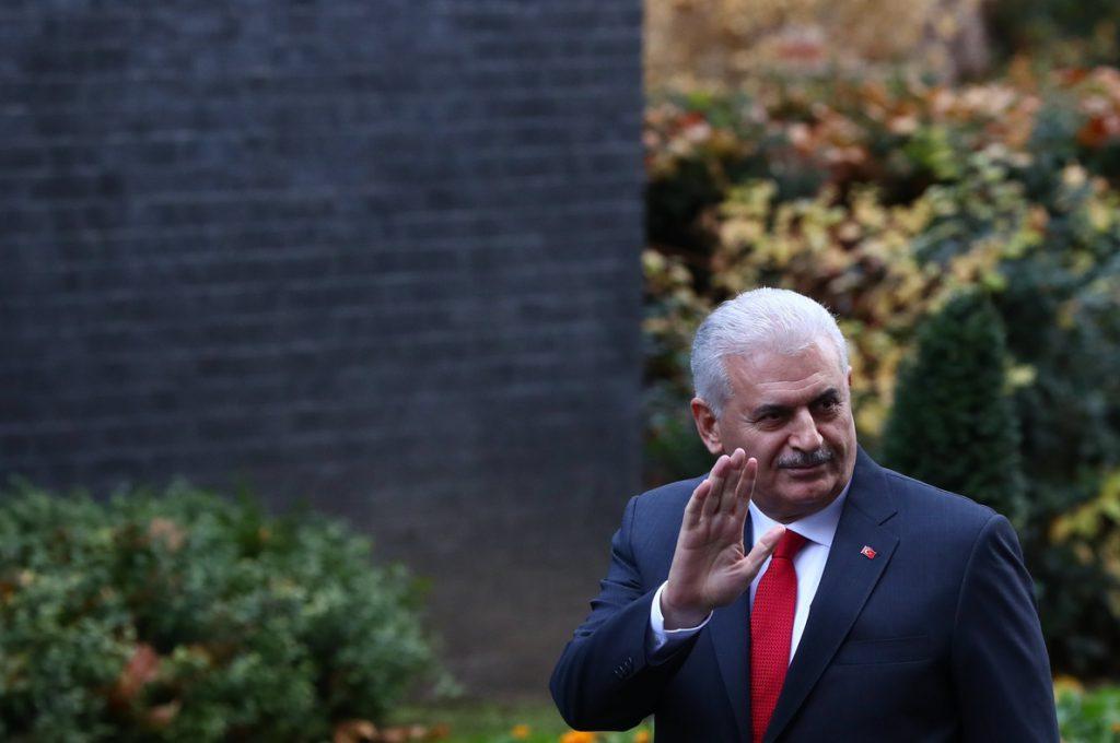 El primer ministro turco reafirma que es un crimen casar a menores de edad