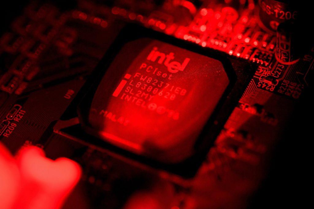 El fallo de seguridad de Intel moviliza a empresas, inversores y consumidores