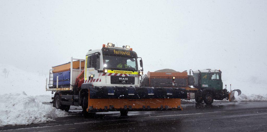 La nieve cierra una carretera en Navarra y obliga a usar cadenas en tres