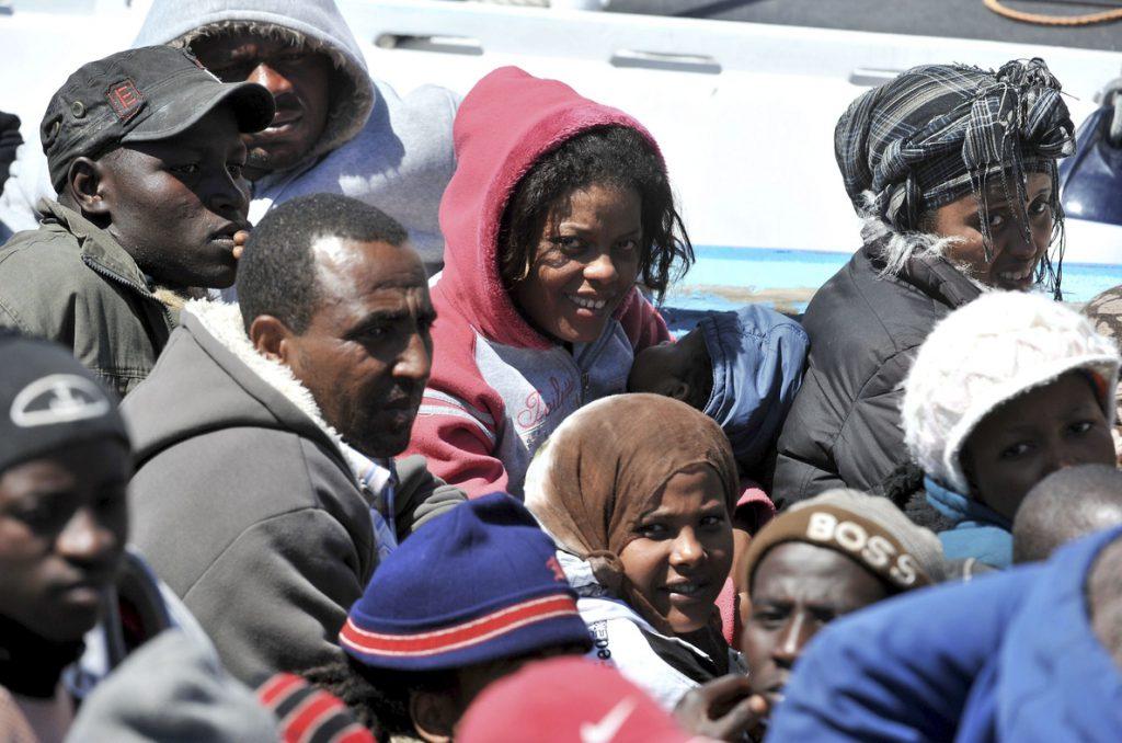 Fuerzas italianas recuperan 8 cuerpos y rescatan a 84 personas en el Mediterráneo