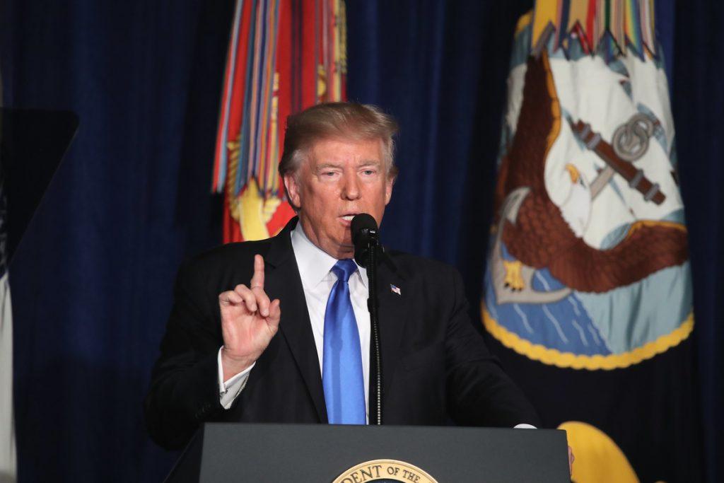 Trump apoya usar los fondos de ayuda a Pakistán en infraestructuras de EE.UU.