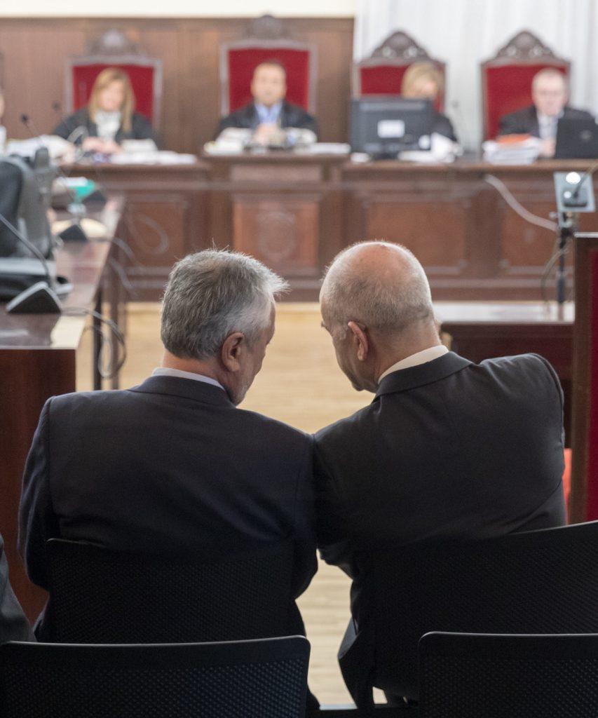 El juicio contra Chaves y Griñán se retoma el martes con las cuestiones previas