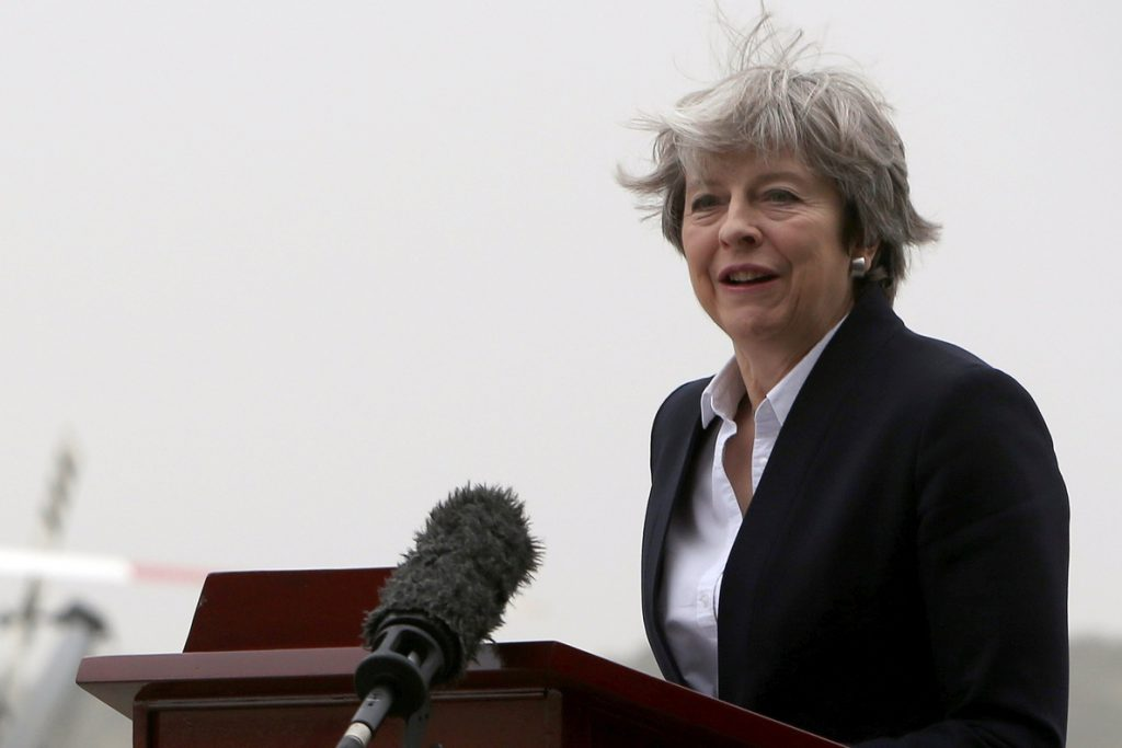 La primera ministra británica, Theresa May, confirma cambios inminentes en su gabinete