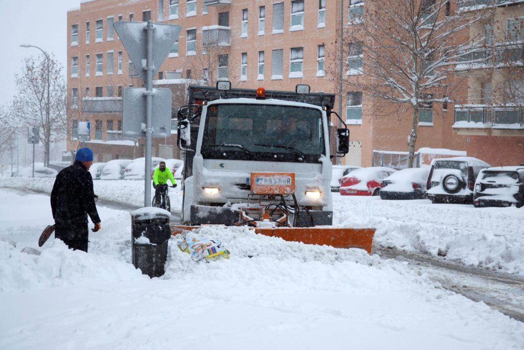 Una capa de nieve de entre 30 y 40 centímetros causa problemas en Ávila