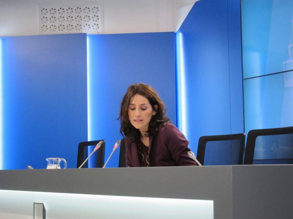 La presidenta del Parlamento vasco cree que el derecho a decidir «no debería dar miedo»