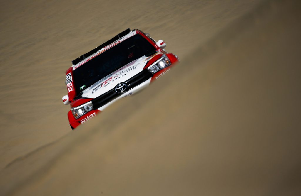 El sudafricano De Villiers gana la segunda etapa y es el nuevo líder del Dakar
