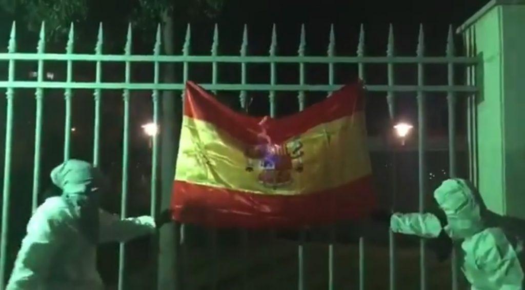 Arran publica un vídeo en el que dos integrantes queman una bandera de España durante la Diada de Mallorca