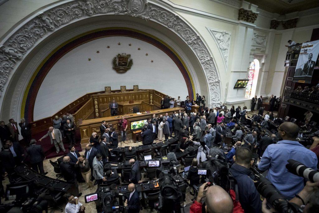 Venezuela cerró 2017 con una inflación del 2.616 %, según el Parlamento
