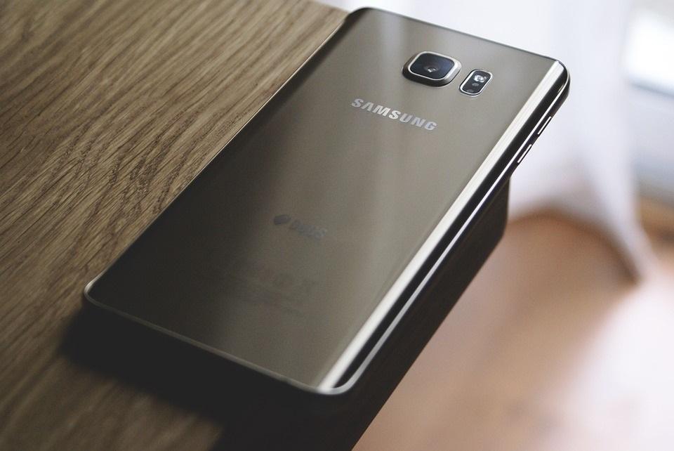 Samsung comenzará a producir un 'smartphone' con pantalla plegable en noviembre