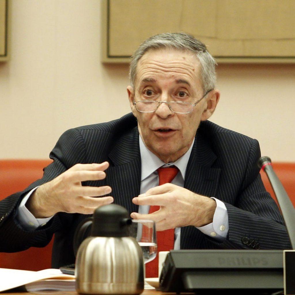 Segura (CNMV) cree que el Gobierno de Zapatero «pecó de optimismo» al estallar la crisis y actuó «tarde»
