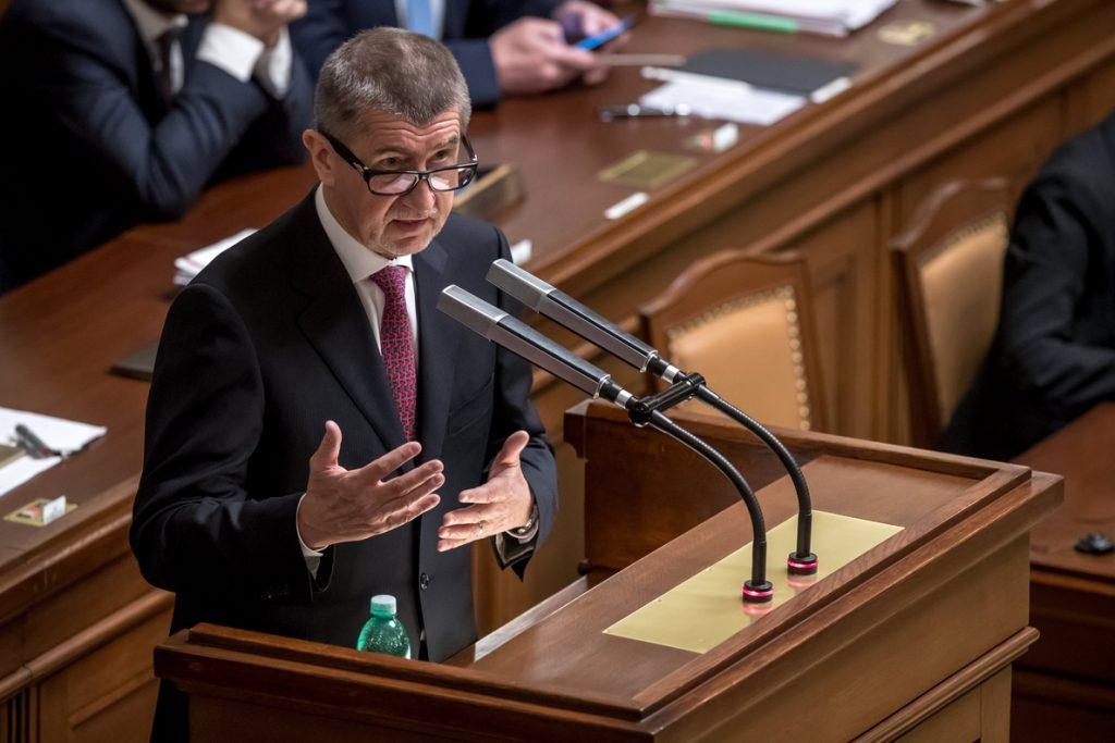 El primer ministro checo se somete a una investidura sin el apoyo parlamentario