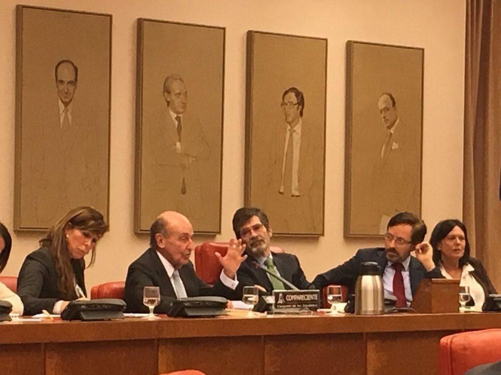 Roca apunta que son los letrados del Parlament quienes deberán decidir si es viable una investidura telemática