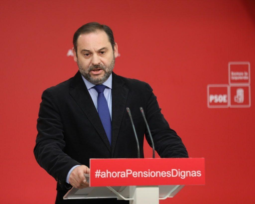 Ábalos (PSOE) acusa al Gobierno de «dejar languidecer» el sistema de pensiones para plantear «un sistema privado»