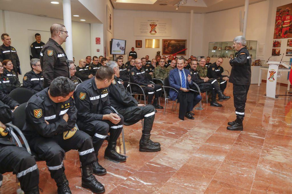 El secretario de Defensa agradece a la UME su labor en la AP-6 durante su visita a las instalaciones de Torrejón