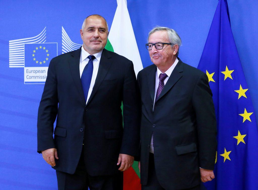 Juncker dice que «el lugar de Bulgaria está en el euro» y «en Schengen»