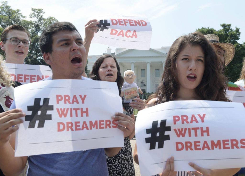 Senadores de EE.UU. llegan a un acuerdo para abrir una vía a la ciudadanía de los «soñadores»