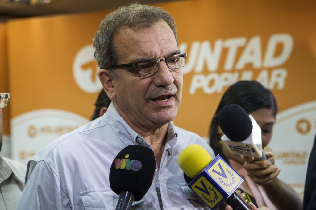 El naufragio de los «balseros venezolanos» impacta a un país que espera información