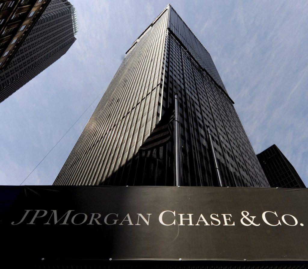 JPMorgan bate previsiones en 2017 pese a un golpe por la reforma fiscal