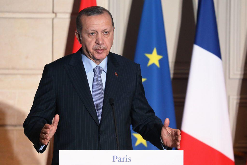 Erdogan amenaza con atacar la zona siria de Afrín si los kurdos no se retiran