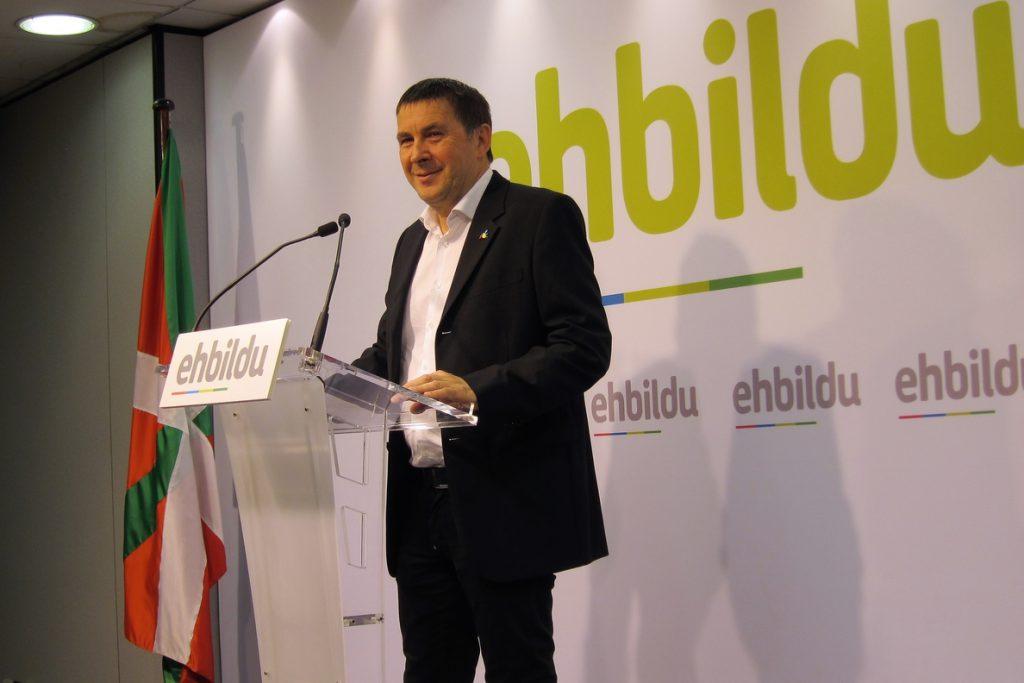 Otegi llama a perseverar en la labor por los presos para que España, igual que Francia, cambie su política penitenciaria