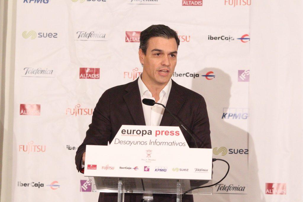 Pedro Sánchez quiere «erradicar los privilegios» de los políticos y llama a la movilización en defensa de las pensiones