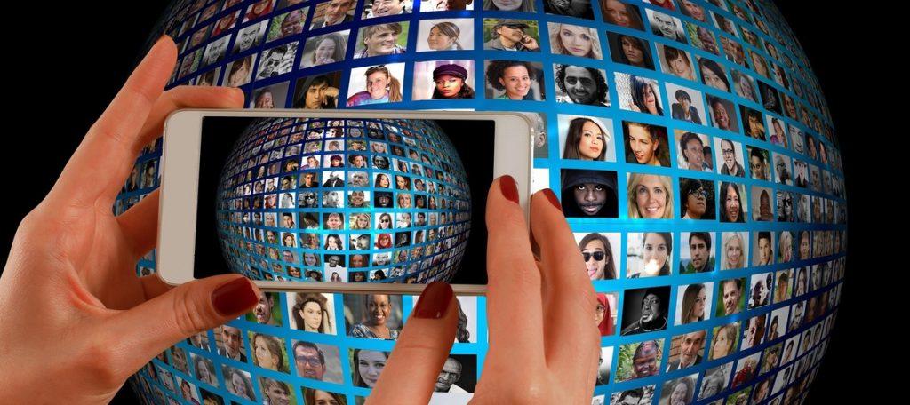 Un tercio de los españoles cree que usar el 'smartphone' perjudica su vida social