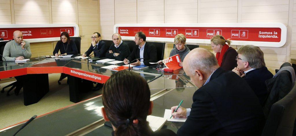 El PSOE se compromete con asociaciones policiales a apoyar la equiparación salarial entre distintos cuerpos