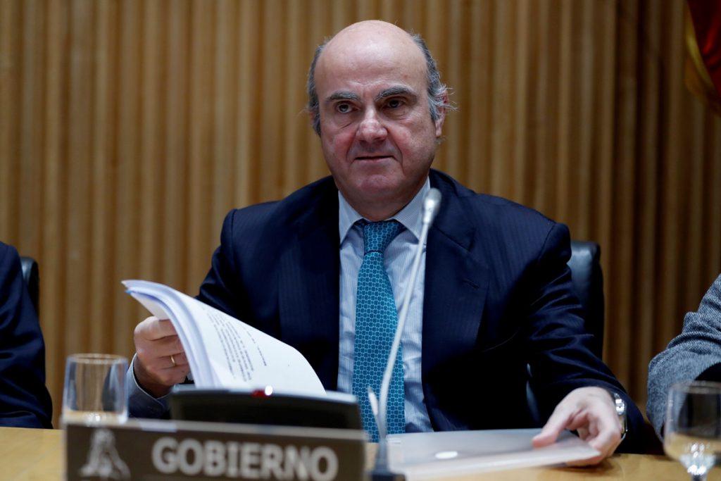 De Guindos dice que en Bankia se excedieron límites legales con Rato al mando
