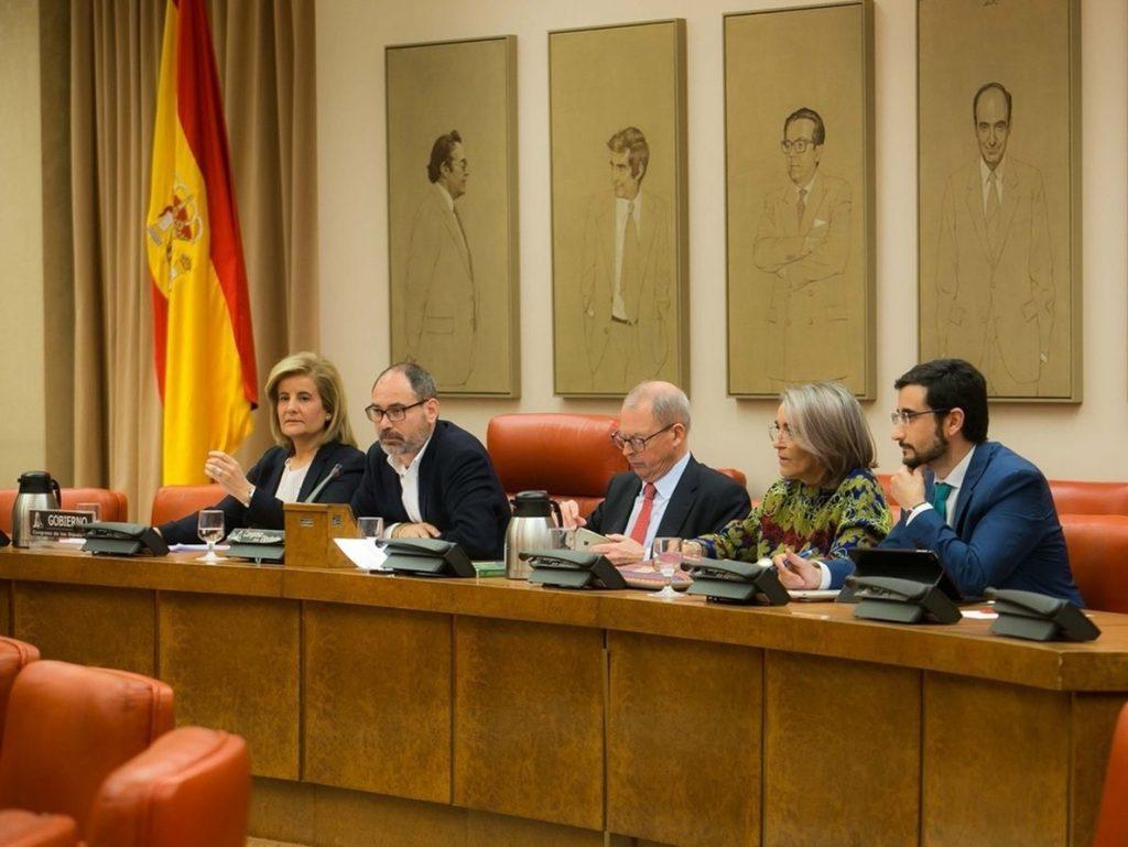 Báñez lamenta las críticas de la oposición por la precariedad laboral y les invita a «hablar bien de España»