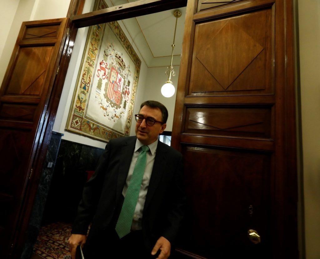 Esteban (PNV) lamenta que en Cataluña se «está haciendo un ovillo del mismo hilo cada día más difícil de desmadejar»