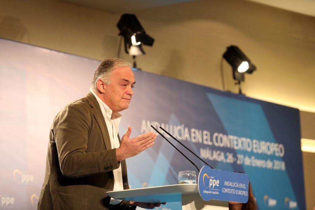 González Pons advierte de que «o vence el 'procés' o la democracia» y compara a Puigdemont con Maduro