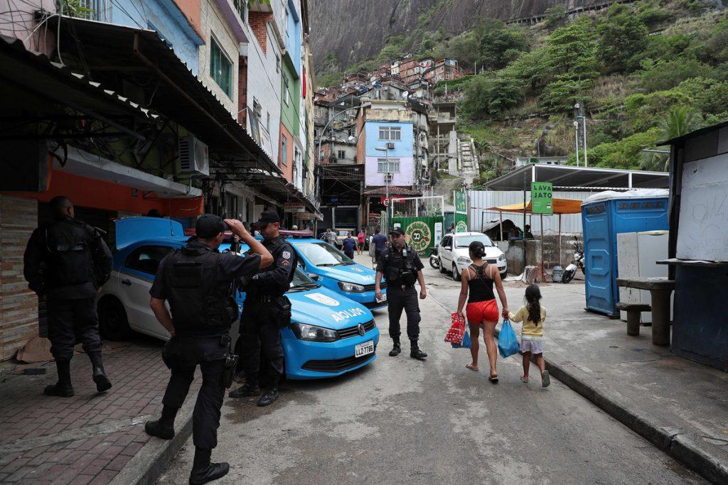 Al menos diez muertos por un ataque a tiros en un club del noreste de Brasil