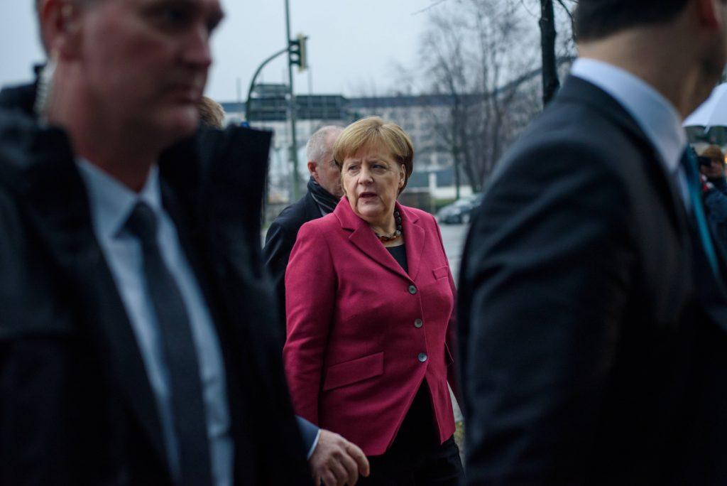 Merkel intenta acelerar negociaciones para un nuevo gobierno de gran coalición