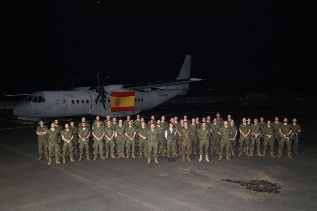 Cospedal visita a las tropas españolas en Gabón: «Europa tiene que darse cuenta de que África es muy importante»