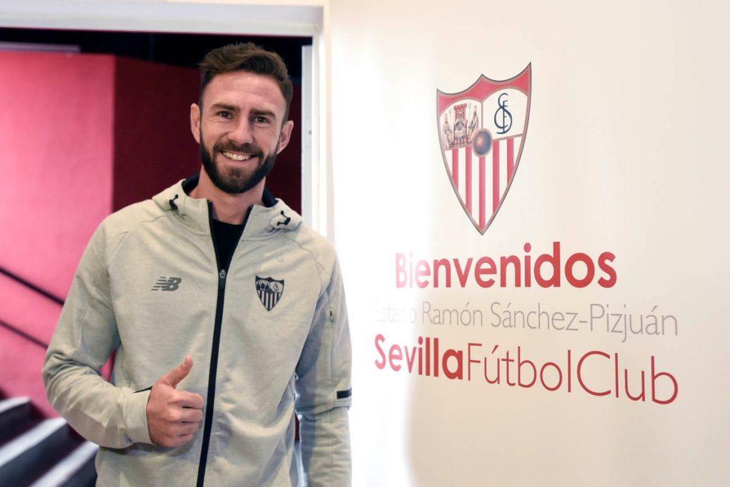 El mexicano Layún desea que su llegada al Sevilla «sea historia a largo plazo»