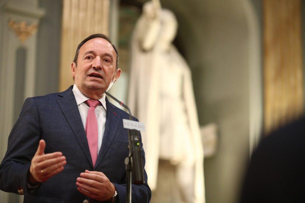 Pedro Sanz defiende a la senadora Adela Pedrosa (PP) de las acusaciones de Pablo Crespo: «No es motivo para dimitir»