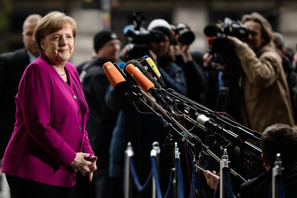Merkel no descarta reformar la polémica ley contra los mensajes de odio en internet