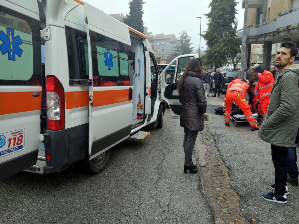 Un hombre detenido tras disparar y herir a varias personas en Italia
