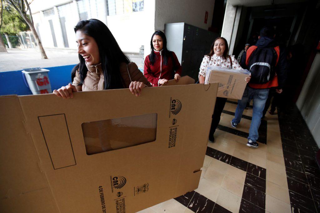 El presidente de Ecuador insta a votar para «enriquecer la democracia»