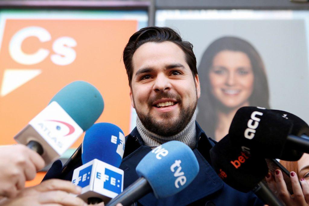 Cs pide que «alguien de los suyos» diga a Puigdemont que «la partida acabó»