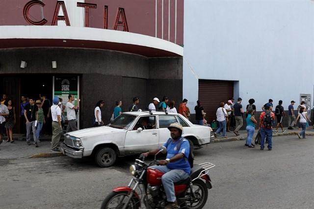 Un apagón desata el caos en el transporte de Caracas y Maduro habla de sabotaje