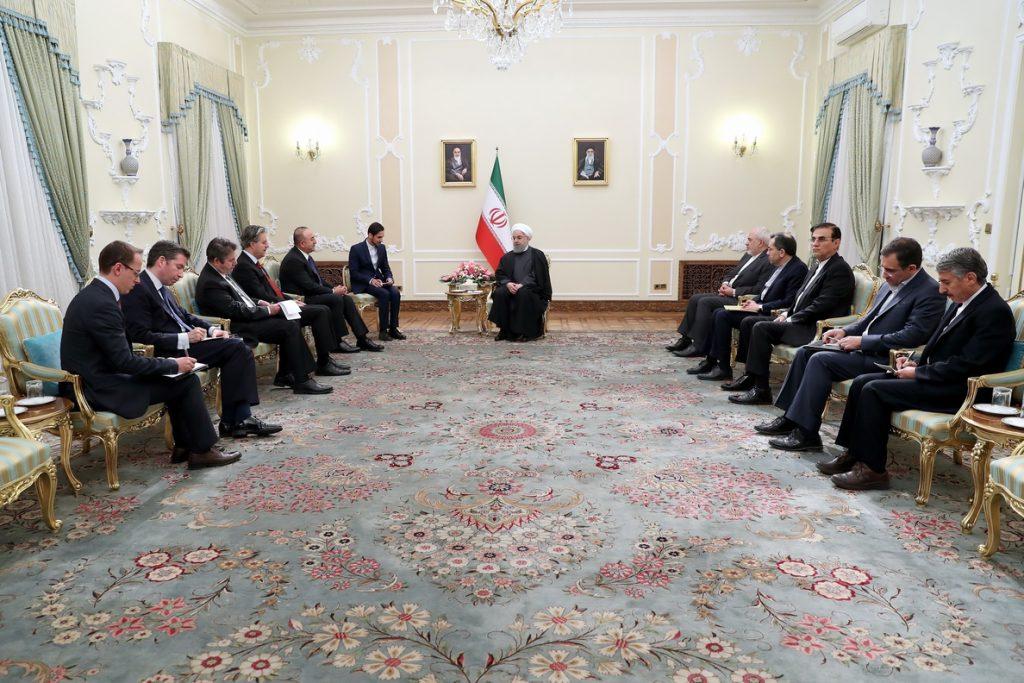 Rohani recibe al ministro de Exteriores turco en plena tensión por la ofensiva en Siria